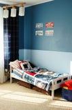 De blauwe slaapkamer van jonge geitjes Stock Afbeeldingen