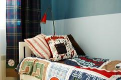 De blauwe slaapkamer van jonge geitjes Stock Afbeelding