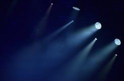 De blauwe stadiumlichten, licht tonen royalty-vrije stock afbeeldingen
