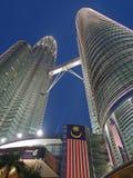 De blauwe TweelingTorens van Petronas van de Mening van het Uur Royalty-vrije Stock Afbeeldingen