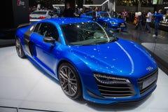 De blauwe verlengde koplampen van Audi coupé stock foto