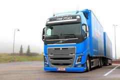 De blauwe Vrachtwagen van Volvo FH16 750 Royalty-vrije Stock Foto's