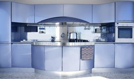 De blauwe zilveren decoratie van de keuken moderne architectuur Stock Foto