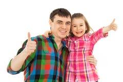 De blije vader met dochter het tonen beduimelt omhoog Stock Fotografie