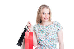 De blije zakken van de in klanten vrouwelijke dragende gift stock fotografie