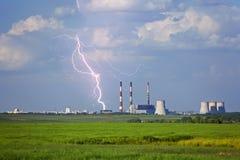De bliksem sloeg een elektrische centrale Stock Foto