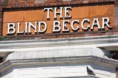 De Blinde Bedelaar Pub in Londen stock afbeeldingen