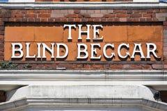 De Blinde Bedelaar Pub in Londen stock afbeelding
