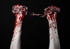 De bloedige keten van de handholding, bloedige ketting, Halloween-thema, zwarte geïsoleerde achtergrond, Stock Foto