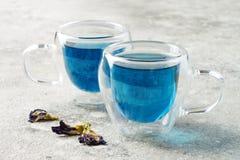 De bloem blauwe thee van de vlindererwt Gezonde detox kruidendrank Royalty-vrije Stock Fotografie