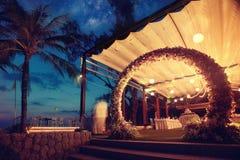 De bloemboog van het decoratiehuwelijk Stock Fotografie