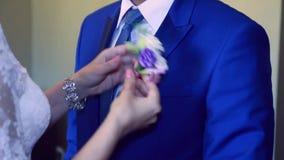 De bloembruidegom van de bruidkleding stock footage
