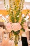 De bloemdecor van de huwelijkslijst Stock Afbeelding