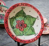 De bloemen decoratieve plaat in een middeleeuwse markt royalty-vrije stock foto