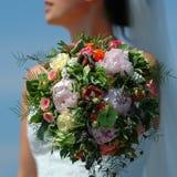 De bloemen en de bruid van het huwelijk stock afbeelding