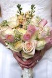 De bloemen en de ring van het huwelijk Royalty-vrije Stock Afbeeldingen
