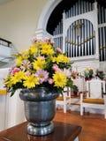 De bloemen op kerk veranderen royalty-vrije stock fotografie