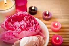 De bloemen van Aromatherapy en kaarsen, landschap stock afbeeldingen