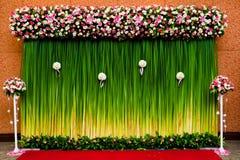 De bloemen van de achtergrond voor huwelijksceremonie Stock Foto