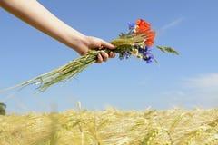De bloemen van de handholding Royalty-vrije Stock Afbeelding