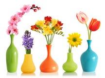 De bloemen van de lente in vazen royalty-vrije stock afbeelding