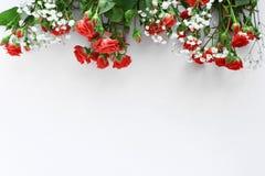 De bloemen van het huwelijksdecor op witte achtergrond stock foto