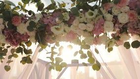 De bloemen van huwelijksdecoratie stock footage