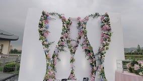 De bloemen van huwelijksdecoratie stock video