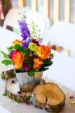 De bloemenbelangrijkste voorwerpen van de Huwelijksontvangst Stock Afbeeldingen