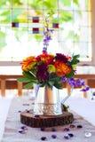 De bloemenbelangrijkste voorwerpen van de Huwelijksontvangst Royalty-vrije Stock Foto