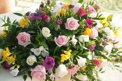 De bloemenvertoning van het Huwelijk van de luxe stock fotografie