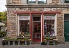 De bloemistwinkel in Stromness, Orkneys Stock Afbeeldingen