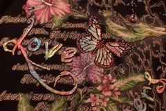 De bloemliefde van de achtergrondtekeningsvlinder Stock Afbeeldingen