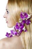 De bloemmeisje van de schoonheid op de witte achtergrond Stock Afbeelding