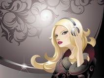 De blonde van de schoonheid met hoofdtelefoons Stock Afbeeldingen
