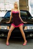 De Blonde van de sportwagen stock afbeeldingen