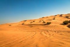 De blootstelling van de woestijnzonsondergang dichtbij Doubai, Verenigde Arabische Emiraten stock foto