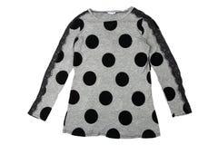 De blouse van de de zomermanier Vrouwelijke grijze de zomerblouse met zwarte punten stock afbeelding