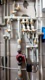 De bodem van de boiler is gesloten met verbinding aan centrale verwarming en warm water stock fotografie