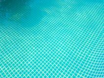 De bodem van de pool is blauw mozaïek royalty-vrije stock foto's