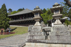 De bodem van stappen het binnengaan nigatsu-doet Zaal op de tempel Todai -todai-ji Stock Afbeelding