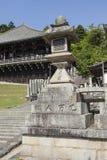 De bodem van stappen het binnengaan nigatsu-doet Zaal op de tempel Todai -todai-ji Stock Foto