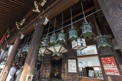De bodem van stappen het binnengaan nigatsu-doet Zaal op de tempel Todai -todai-ji Royalty-vrije Stock Afbeeldingen