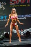 De Bodybuildingskampioenen vormen tot een kom Stock Fotografie