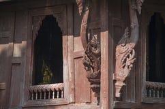 De Boeddhistisch Heilig Schriftbibliotheek of Wat Thung Si Muang Royalty-vrije Stock Foto