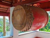 De boeddhistische Gong van de Tempel. Luang Prabang. Laos. Stock Foto's