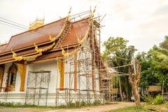 De boeddhistische kerk wordt gebouwd met traditionele techniek royalty-vrije stock afbeelding