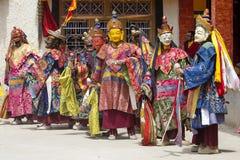 De boeddhistische lama's kleedden zich op tijd in mystieke masker het dansen Tsam geheimzinnigheid dans van het Boeddhistische fe Royalty-vrije Stock Fotografie
