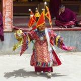De boeddhistische lama's kleedden zich op tijd in mystieke masker het dansen Tsam geheimzinnigheid dans van het Boeddhistische fe Stock Foto