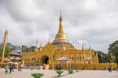 De Boeddhistische Tempel van het Lumbini Natuurreservaat met de Gouden Bouw royalty-vrije stock afbeelding